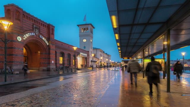 time-lapse malmo station downtown at night twilight in sweden - svezia video stock e b–roll