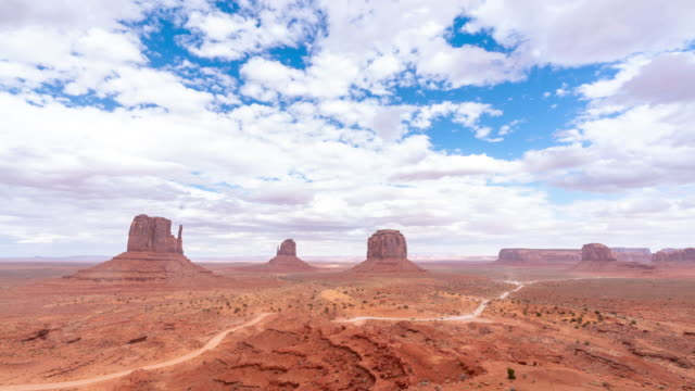 vídeos de stock e filmes b-roll de time-lapse monument valley navajo tribal park in utah usa - cultura navajo
