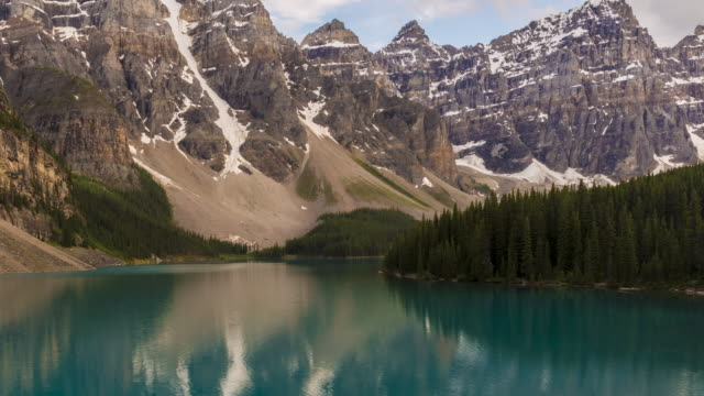 4k time-lapse: moraine lake zoom out - valley of the ten peaks stock videos and b-roll footage