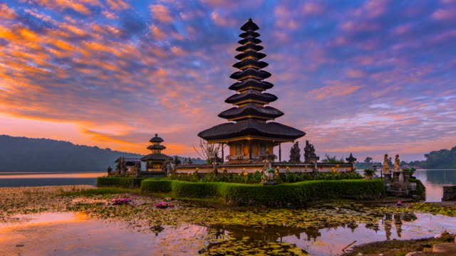 4k timelapse movie sunrise scene of pura ulun danu bratan temple, bali, indonesia - pura ulu danau temple stock videos & royalty-free footage