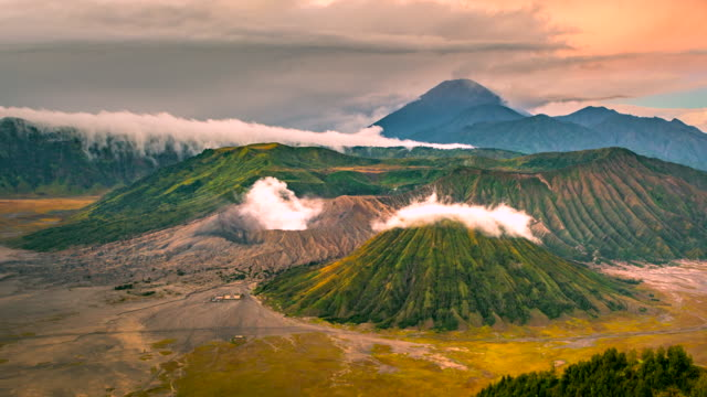 4k timelapse movie sunrise scene view of mts. bromo, semeru, batok and widodaren, tengger caldera - tengger stock videos & royalty-free footage
