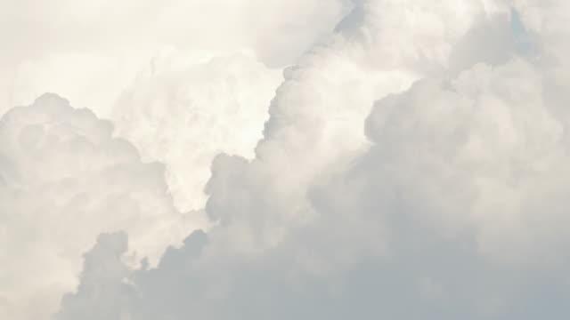 vidéos et rushes de time-lapse: déplacement des nuages - douceur