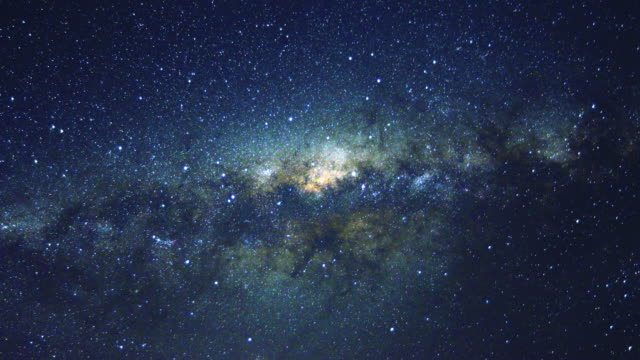 vídeos de stock e filmes b-roll de 4k time-lapse: moving milky way - galáxia