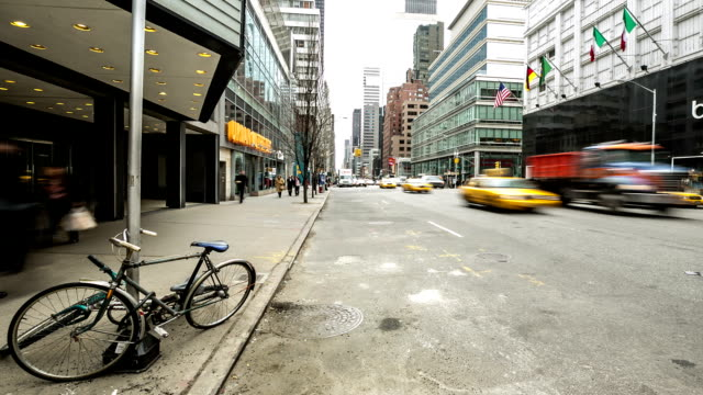 time-lapse in hd: new york city terza avenue a mid town - new york stato video stock e b–roll