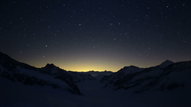 timelapse night over aletsch glacier until next morning - morning video stock e b–roll