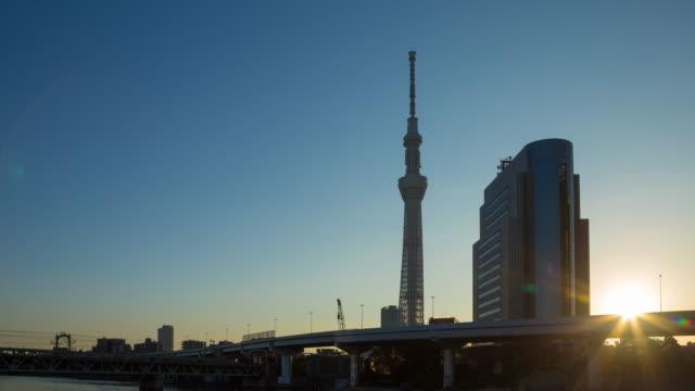 日に 4 k タイムラプス夜: 東京スカイツリー。 - 薄明かり点の映像素材/bロール