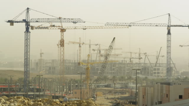 timelapse of a construction site, riyadh, saudi arabia. - saudi arabia stock videos & royalty-free footage