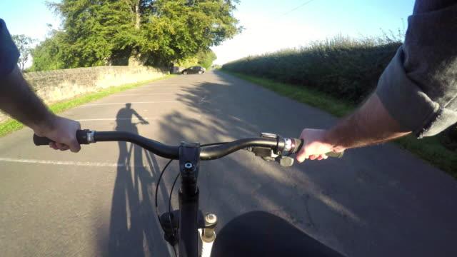 4 k pov time lapse di un ciclo distanza - questioni ambientali video stock e b–roll