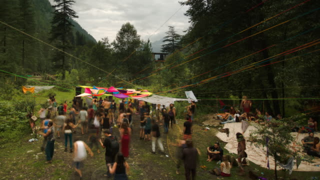 timelapse of a psytrance rave in the himalayas - ökotourismus stock-videos und b-roll-filmmaterial