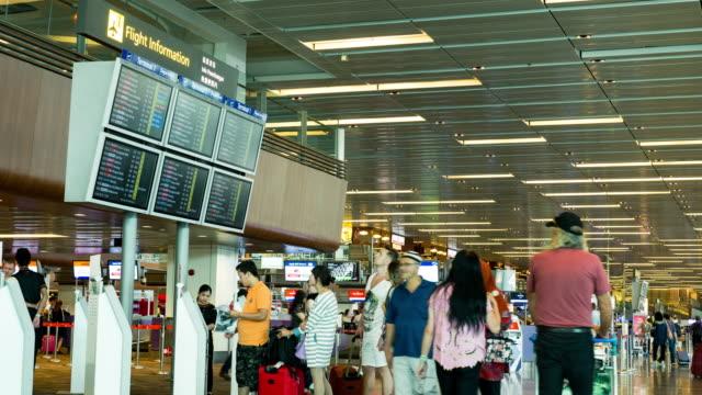 vídeos y material grabado en eventos de stock de timelapse del aeropuerto, la terminal de pasajeros - señal de información