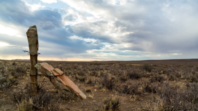 timelapse of an old fence pole at sunset in a karoo farm landscape - karoo bildbanksvideor och videomaterial från bakom kulisserna