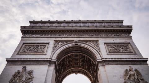 vídeos y material grabado en eventos de stock de timelapse del arco de triunfo, paris - arco característica arquitectónica