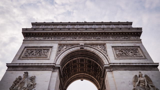timelapse of arch of triumph, paris - arco architettura video stock e b–roll
