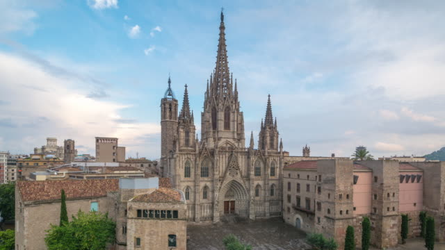 timelapse of barcelona cathedral at dusk, spain - ゴシック地区点の映像素材/bロール