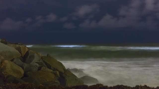 timelapse of bioluminescent tide / red tide glowing blue in san diego county, california - carlsbad california stock videos & royalty-free footage