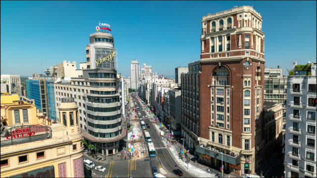 vídeos de stock e filmes b-roll de timelapse of callao and gran via in madrid - pátio