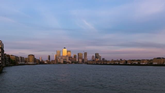 LONDON: TimeLapse of Canary Wharf at Sunset