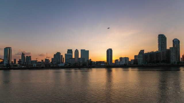 LONDON: TimeLapse of Canary Wharf Skyline in London