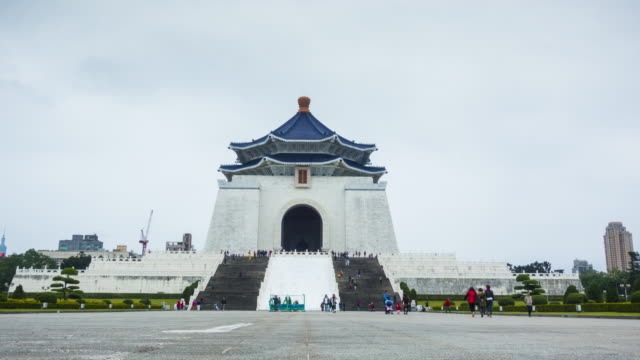 timelapse of chiang kai-shek memorial taipei, taiwan - chiang kaishek memorial hall stock videos & royalty-free footage