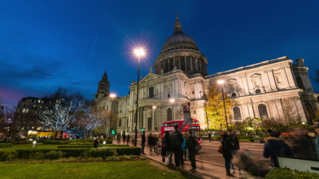 LONDON: TimeLapse of Christmas decorations at St Paul