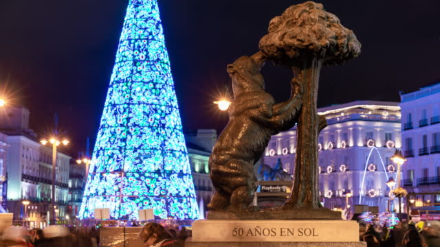 Timelapse of christmas light in puerta del Sol and the iconic bear