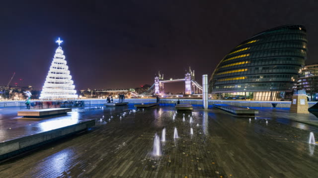 LONDON: TimeLapse of Christmas Tree at the City Hall during night