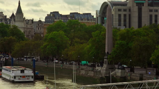 time-lapse of cleopatra's needle obelisk on the victoria embankment. - embankment stock videos and b-roll footage