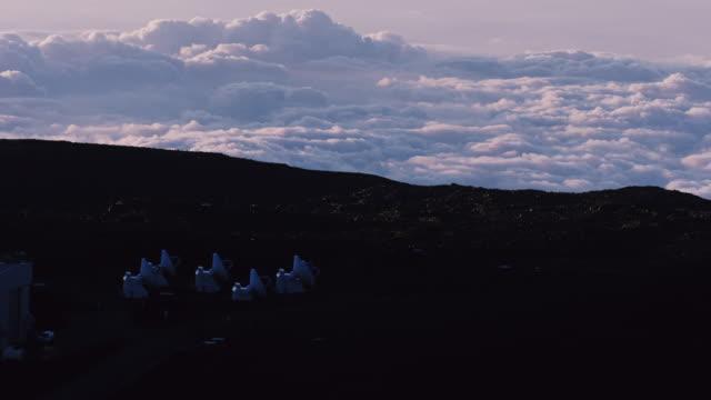 Time-lapse av moln runt teleskopen på toppen av Mauna Kea, vulkanen på Hawaii's Big Island