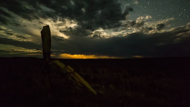 vidéos et rushes de timelapse of clouds moving over a karoo landscape at sunset as day fades to night - karoo