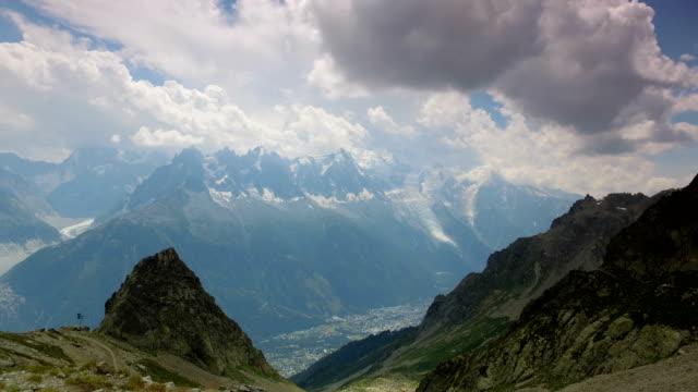 vidéos et rushes de timelapse of clouds on mont blanc, france. - mountain range
