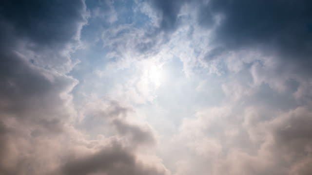 Time-lapse of cloudy and sunlight , 4k(UHD)