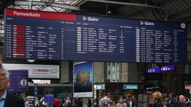 vídeos y material grabado en eventos de stock de cneucit1148 time-lapse de trenes a la estación de tren - centro de berlín