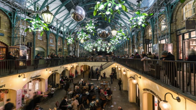 LONDON: TimeLapse of Covent Garden Market with Christmas Decorations