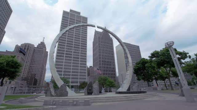 vídeos y material grabado en eventos de stock de timelapse of downtown detroit - detroit michigan