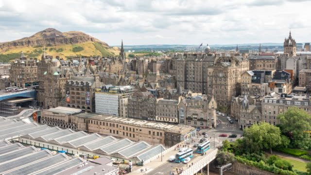 stockvideo's en b-roll-footage met time-lapse van edinburgh old town in schotland uk - oude stad