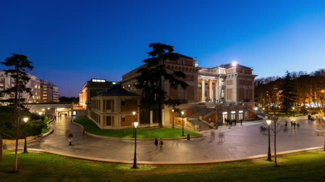 vídeos de stock e filmes b-roll de time-lapse of el prado museum in madrid - prado