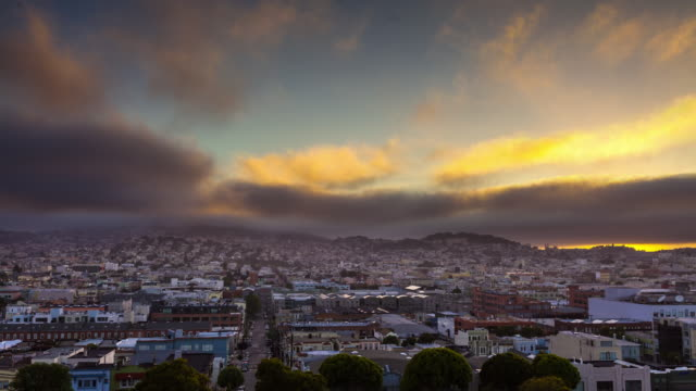 timelapse of fog and sunset in san francisco mission district - nordkalifornien stock-videos und b-roll-filmmaterial