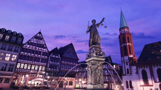 timelapse of fountain of justice frankfurt germany - römerberg stock videos and b-roll footage