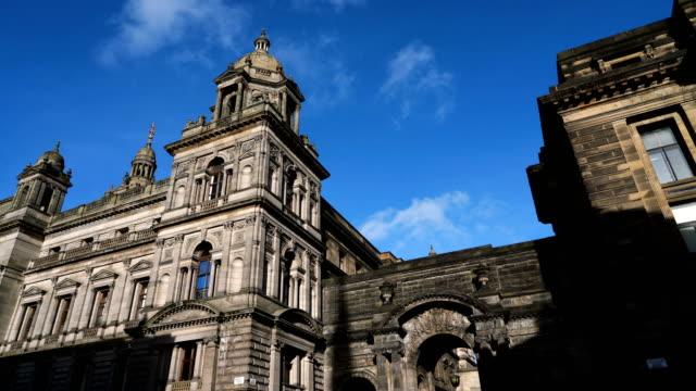青い空でグラスゴー市査定のタイムラプス - スコットランド グラスゴー点の映像素材/bロール