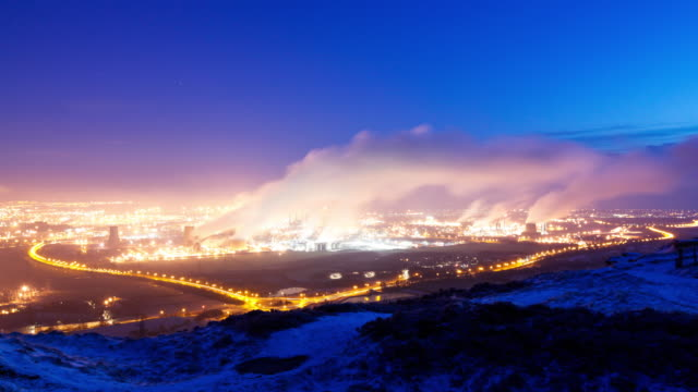 time-lapse of hartlepool steel works from a high vantage point in winter with steam rising into the blue sky - durham england bildbanksvideor och videomaterial från bakom kulisserna