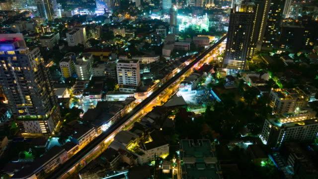 stockvideo's en b-roll-footage met timelapse van hoge angel uitzicht stad en sky train - spelletjesavond