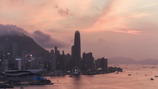 vidéos et rushes de timelapse of hong kong and victoria bay at sunset - victoria peak