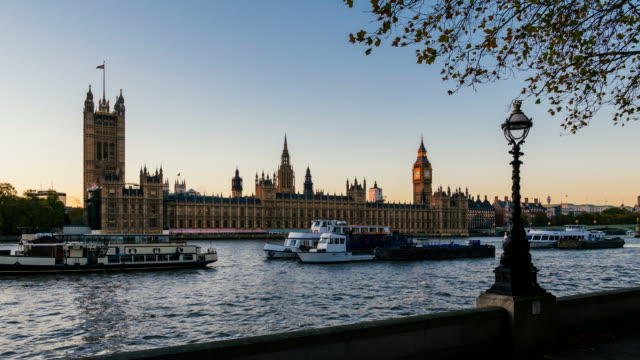 time-lapse of houses of parliament from dusk to night - dusk to night stock videos and b-roll footage