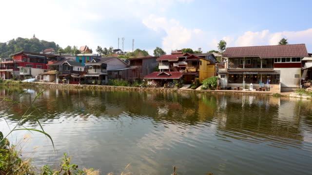 カンチャナブリ、タイの pilok 村で人生のタイムラプス - tropical climate点の映像素材/bロール