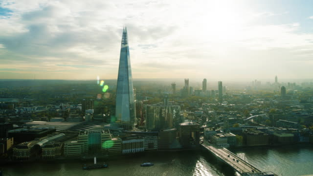 timelapse of london and the shard with sun beams and busy transport - シャードロンドンブリッジ点の映像素材/bロール
