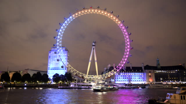 vídeos de stock e filmes b-roll de time-lapse of london eye at night, london - roda gigante