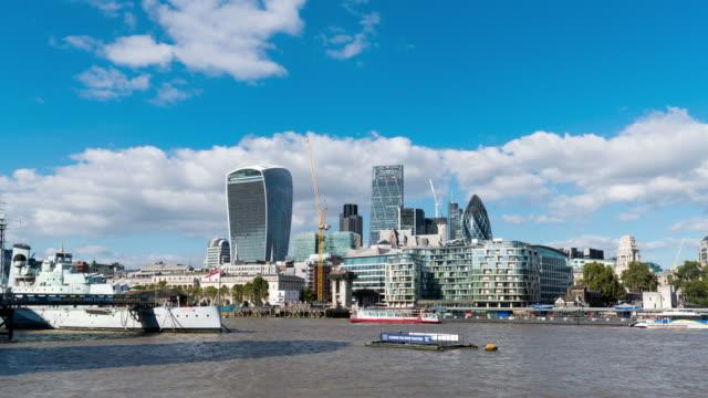 LONDON - TimeLapse of London Skyline