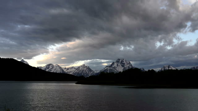 timelapse of morning at the oxbow in teton national park - teton range stock videos & royalty-free footage