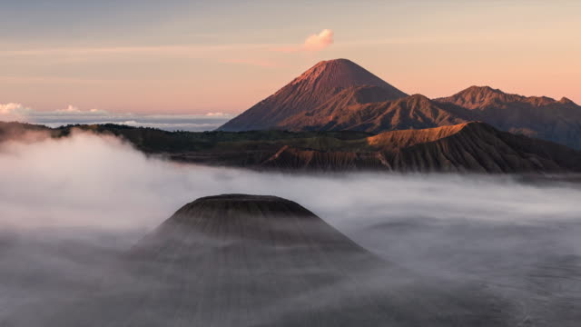 timelapse of mount bromo and semeru at sunrise - indonesia video stock e b–roll