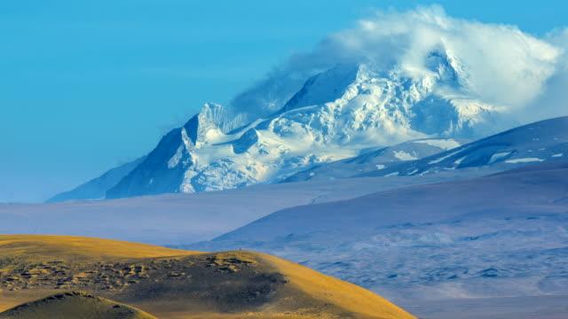 4k zeitraffer zügeltermine cloud szene der berg everest, everest base camp, tibet, china - mount everest stock-videos und b-roll-filmmaterial